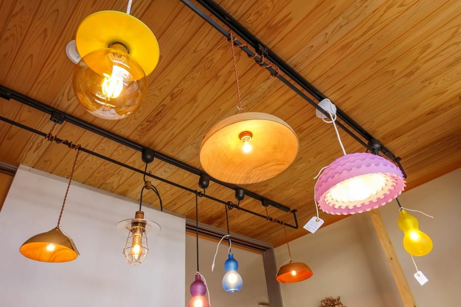 「光の果実、ランプシェードの森展」開催のmokurie gallery