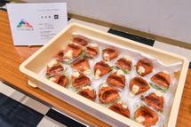 、富士宮高校会議所開発のグルメの試食も