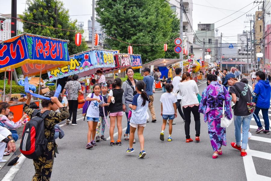 賑わいを見せる富士市交流プラザ周辺