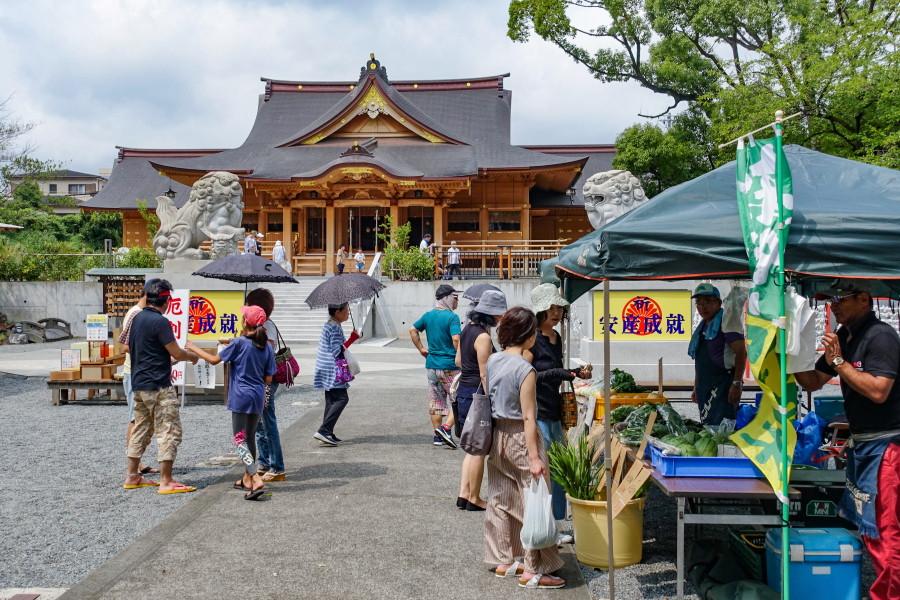 縁日マルシェ開催の富知六所(三日市)浅間神社