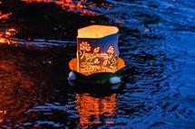 神田川を流れ下る灯籠