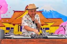 地元DJのプレイ