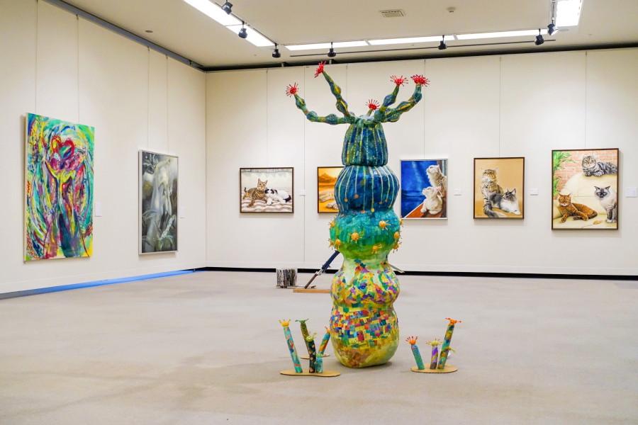 富士美術研究所40周年記念OB展開催のロゼシアター展示室