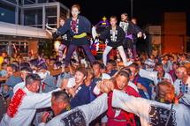 神輿と鬼太鼓座の共演で盛り上がりは最高潮に