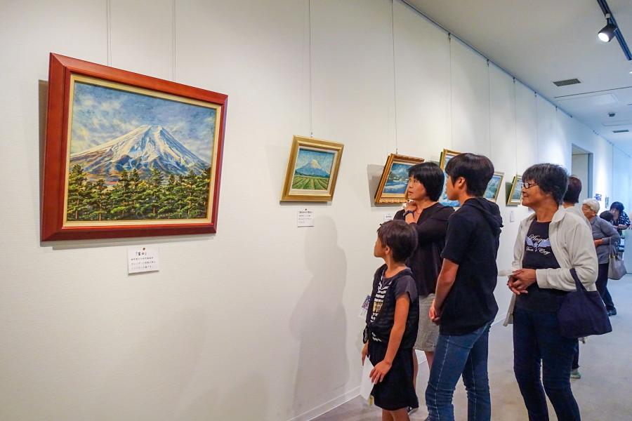 牧野満徳風景画展開催のロゼシアター特別展示室