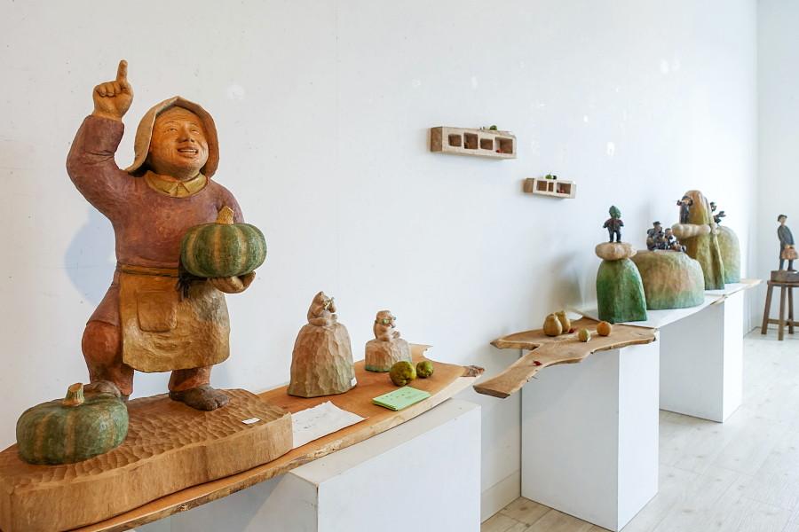 戸村賢治木彫展開催のRYU GALLERY