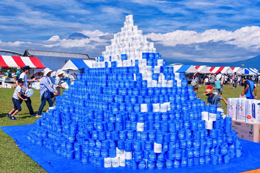 トイレットペーパーで作られた富士山