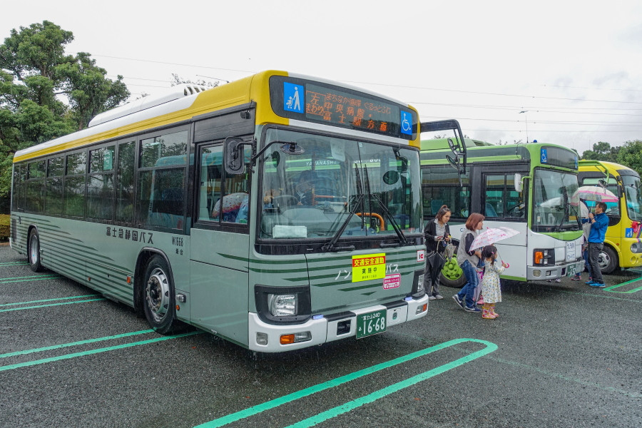 バスの日イベント開催の富士市中央公園