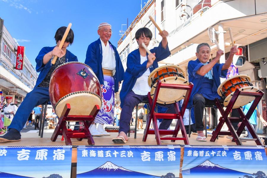 吉原祇園囃子の演奏