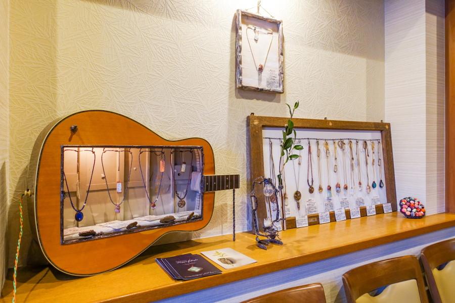 Shirasuna式花器展開催の蒲原の味処よし川